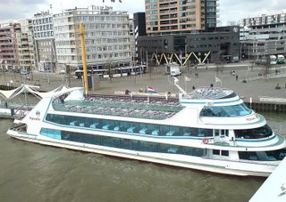 In Rotterdam everything is bigger, the buildings taller, the Rondvaart boats multi decked